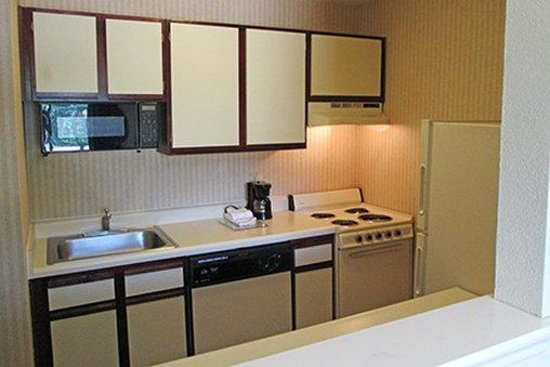 Extended Stay America - Arlington - Six Flags: Fully-Equipped Kitchens