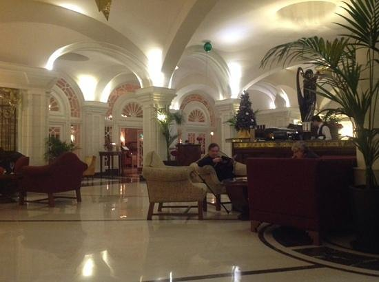 The Phoenicia Malta: The Lounge in Hotel Phonecia