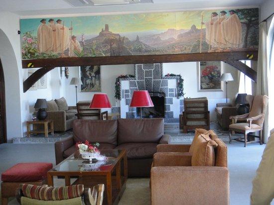 Hotel Parador de Cruz de Tejeda: Salones con chimenea