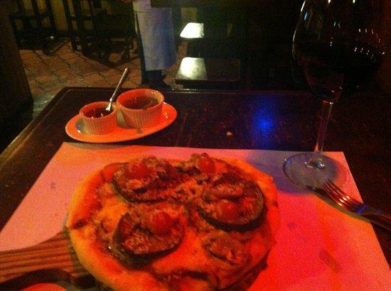 The Corner Pizzeria & Cafeteria: Personal margarita. Yum.