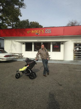 Big Mike's Soul Food: Outside Mike's
