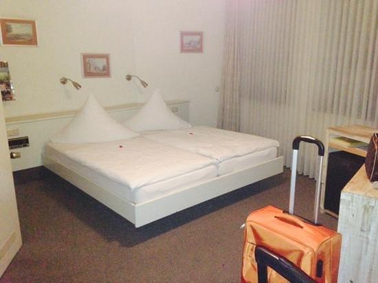 Hotel Granus : habitacion triple