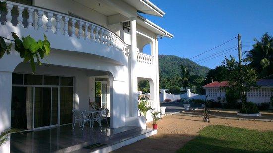 Jamelah Beach Guest House: Balcony
