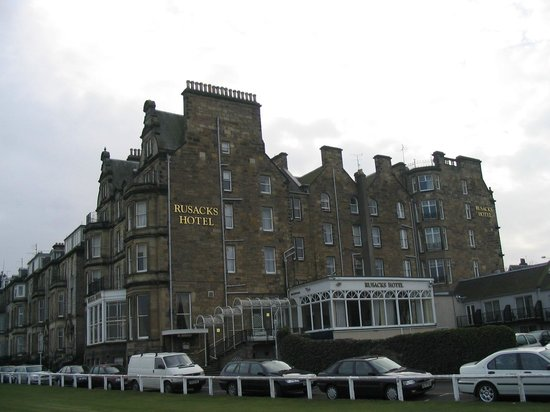 Macdonald Rusacks Hotel: Russacks from 18th fairway