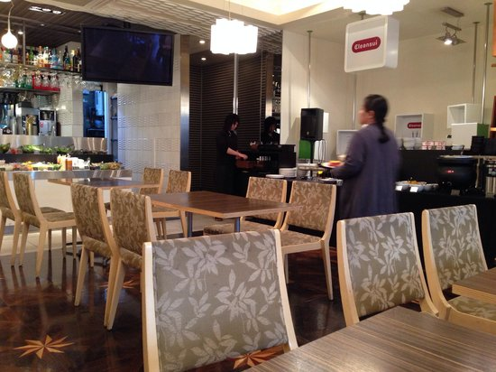 Tokyu Stay Aoyama Premier : View of the breakfast buffet!