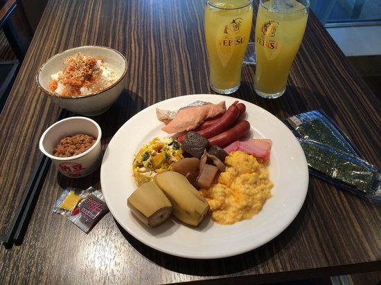 Tokyu Stay Aoyama Premier: Excellent breakfast... if you like this kind of stuff!