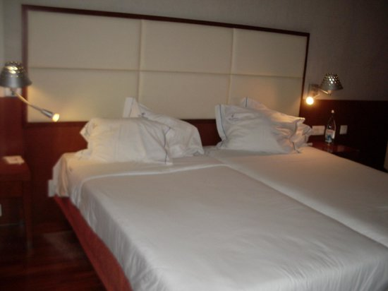 VIP Executive Arts Hotel : Comfortable beds.