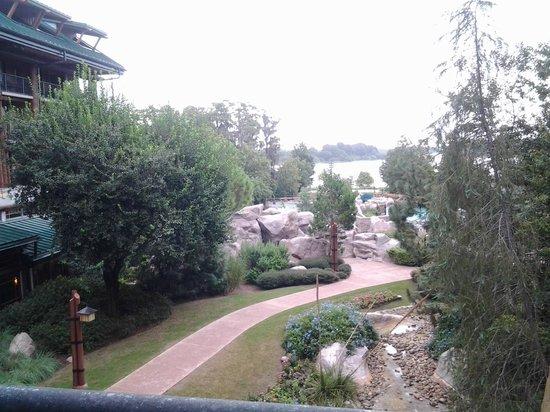 Disney's Wilderness Lodge: Courtyard