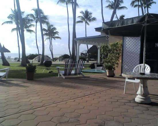 Breezy Palms Resort : The sea