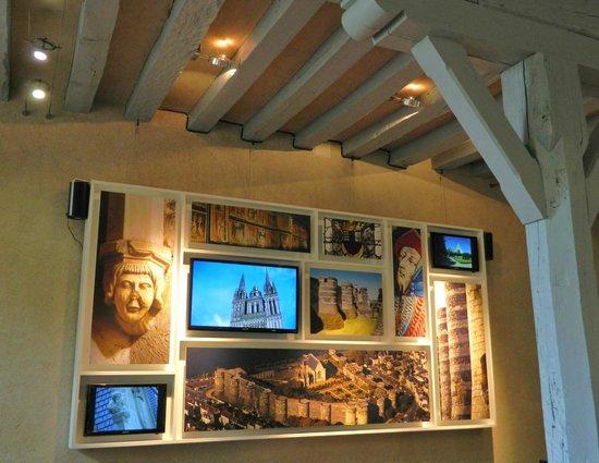 Monument Cafe Chateau d'Angers : Monument Café-Wall decoration