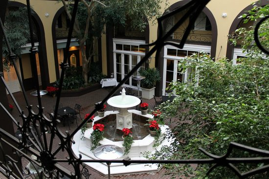 Hotel Mazarin: Covered Courtyard