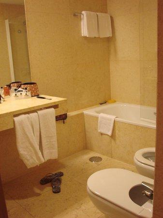 HF Fenix Urban: Banheiro espaçoso
