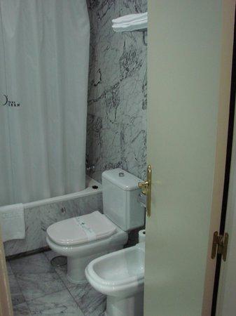Silken Torre Garden: Banheiro