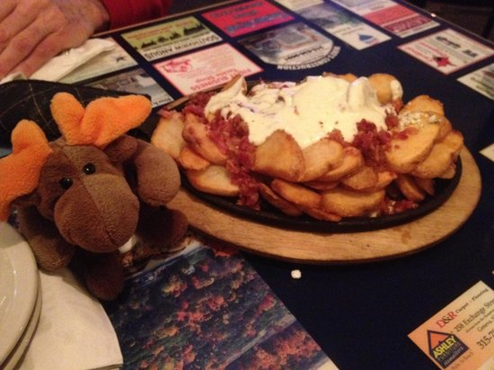 Keuka Restaurant: Who wants some Sizzling Chips with bacon, alfredo sauce and blue cheese?