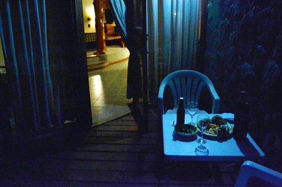Casa del Bosque Aparts & Suites: Picadita en el deck
