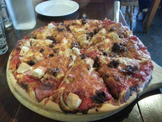 Cafe Neve: Meat lovers pizza