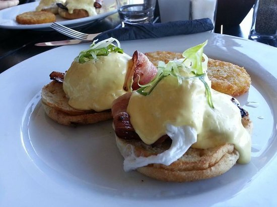 Cafe Neve : Eggs Benedict
