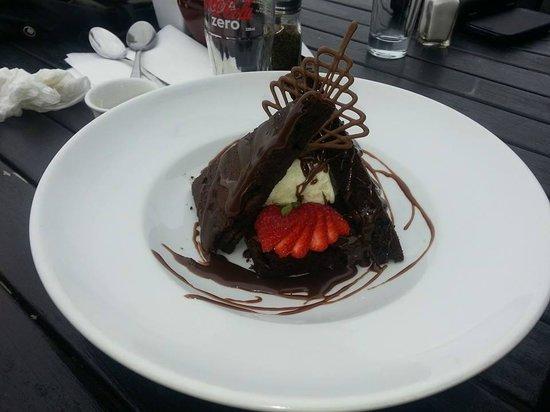 Cafe Neve: Choc brownie with icecream