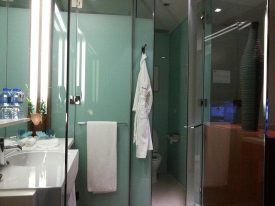 Novotel Citygate Hong Kong : small bathroom