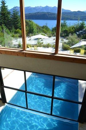 Casa del Bosque Aparts & Suites: nadando sobre el Nahuel
