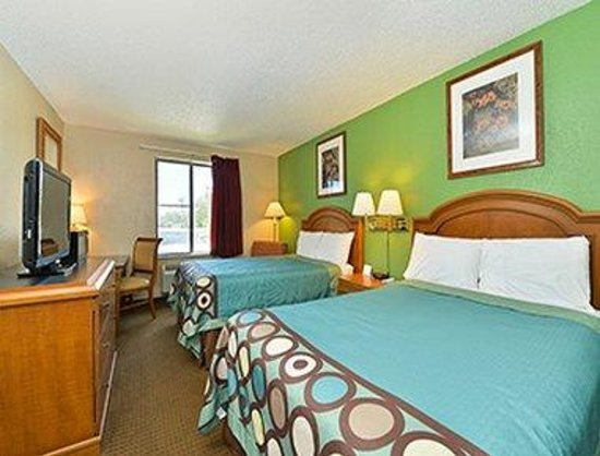 Super 8 Lafayette LA: 2 Bed Room
