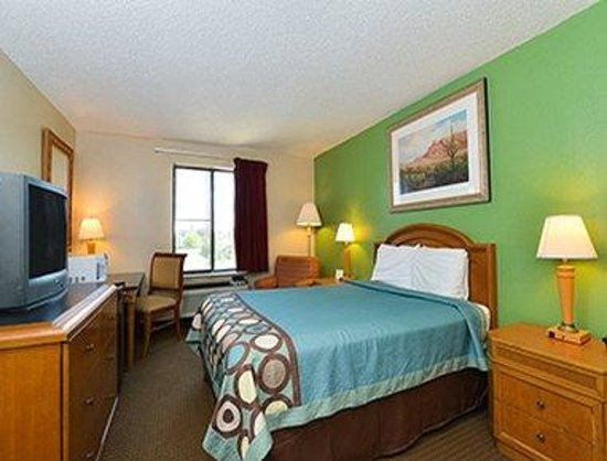 Super 8 Lafayette LA: 1 Bed Room
