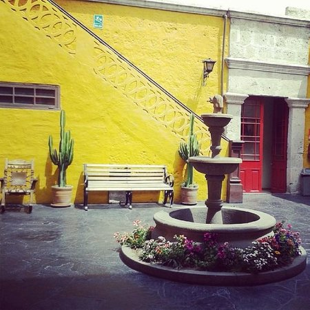 Flying Dog Hostel Arequipa: Patio Central