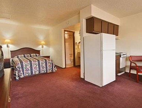 Knights Inn Oklahoma City Southwest: Suite
