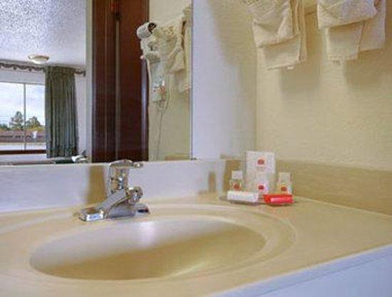 Knights Inn Oklahoma City Southwest : Bathroom