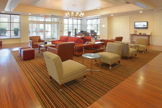 Four Points by Sheraton York : Lobby