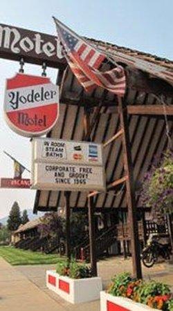 Yodeler Motel: Marque