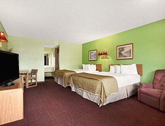Royal Inn & Suites: Two Queen Bed Deluxe Room