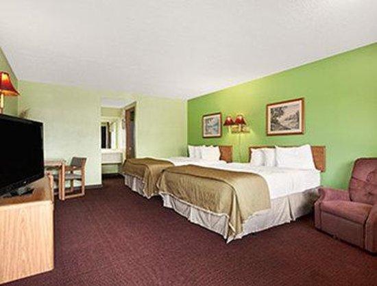 Royal Inn & Suites : Two Queen Bed Deluxe Room