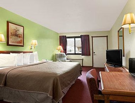 Royal Inn & Suites: One King Bed Room