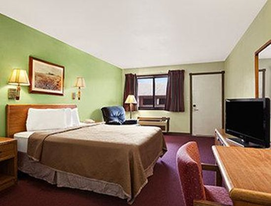 Royal Inn & Suites: One Queen Bed Room