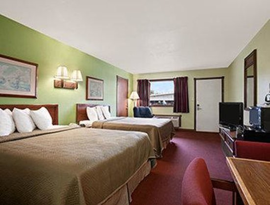 Royal Inn & Suites : Two Double Bed Room