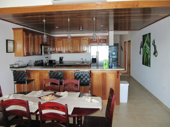 Hol Chan Reef Villas: Kitchen