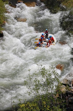 Kern River Outfitters: Dropping in on one of the numerous rapids on the Lower Kern