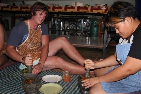 Smart Cook Thai Cookery School: My son learning how to make a real Thai green paste....the old fashioned way!