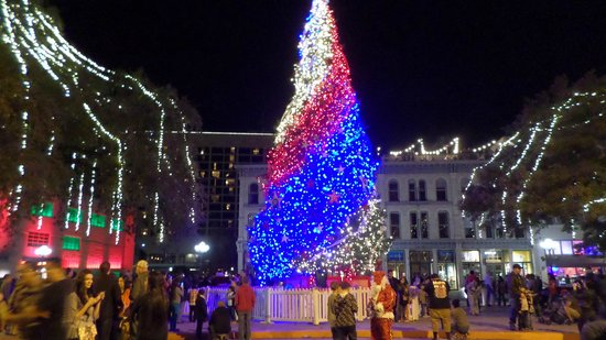 SpringHill Suites San Antonio Downtown/Alamo Plaza: Christmas tree in front of the Alamo
