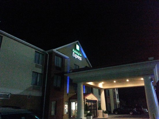 Holiday Inn Express & Suites Knoxville-North-I-75 Exit 112: the facade