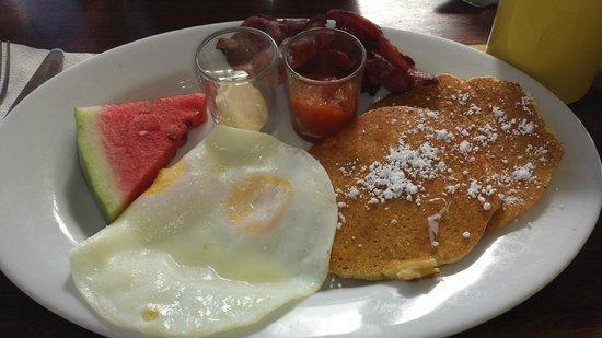 Doc'ks Tiki Bar & Grill: Licks Breakfast