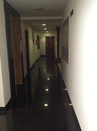 Treebo Simap Residency: entrance to lobby