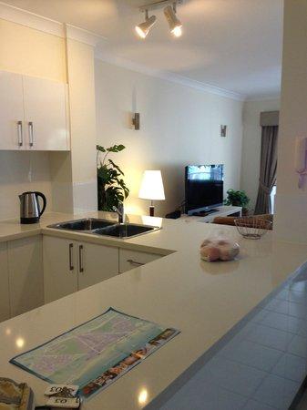 Coral Horizons Beachfront Apartments: キッチン