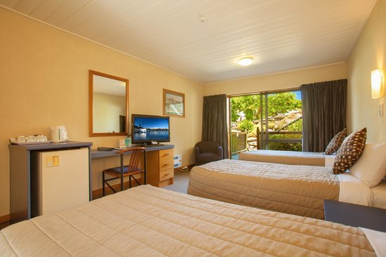 Holiday Inn Queenstown Frankton Road: Courtyard Triple