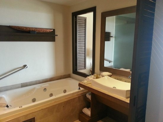Now Amber Puerto Vallarta: Bathroom, not much counter space