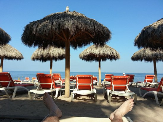 Now Amber Puerto Vallarta: Looking from pool deck to beach