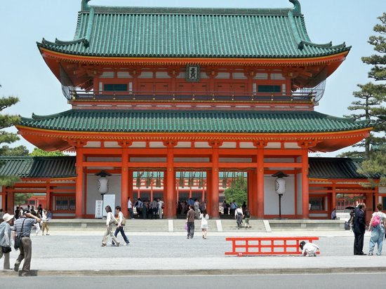 Heian Shrine: The big building
