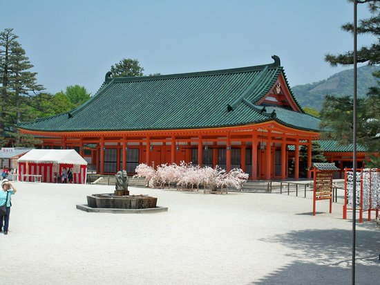 Heian Shrine: So white!