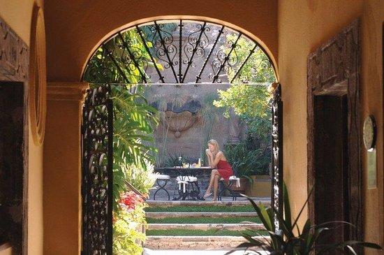 Belmond Casa de Sierra Nevada: Public Area Courtyard